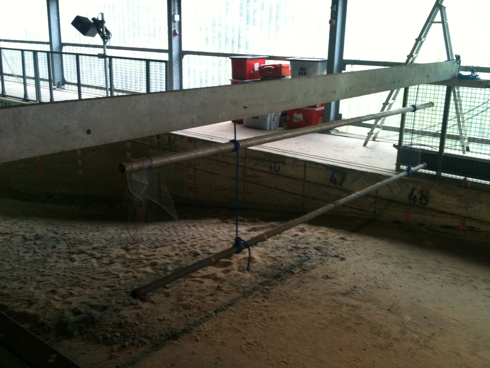 Net, suspended from top bar and movable across the flume top rail